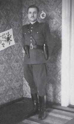 Kazimierz Kamieński HUZAR - koniec lat 40 (zdjęcie ze strony http://www.solidarni.waw.pl)