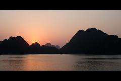 Halong Bay (Oscar del Rio Monferrer) Tags: vietnam puestadesol halongbay flickrchallengegroup flickrchallengewinner friendlychallenges