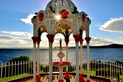 Newport on Tay (Geoff Henson) Tags: sun starburst monument estuary river sea bridge newport fife scotland tay dundee nikon sigma