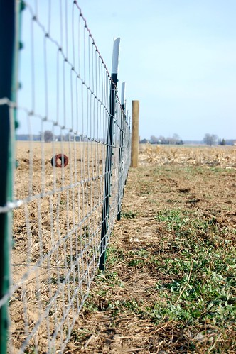 How To Install A Woven Wire Fence Diydiva