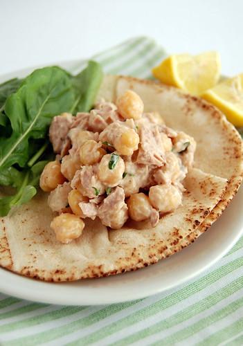 Creamy tuna and chickpea salad / Salada cremosa de atum e grão-de-bico