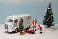 Honey Tomica Citroen H van in winter (Chris*4) Tags: santa christmas decorations snow tree austin father citroen kenna tomica hvan joycar