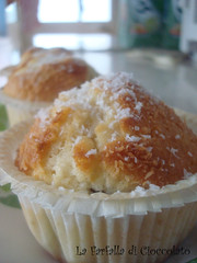 Muffin al cocco con gocce di cioccolato 4 copia