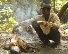 Animist barbequing a chicken to be a sacrifice to holy catfish (Raphael Bick) Tags: africa travel burkina fao