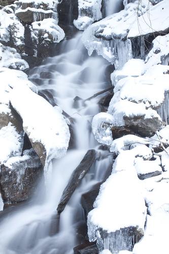 フリー画像| 自然風景| 滝の風景| 雪景色| 白色/ホワイト|       フリー素材|