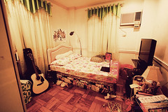(annemiranda-) Tags: world music cute green lamp poster bed bedroom laptop room spotlight teen wires teenager davidandgoliath clubprincess