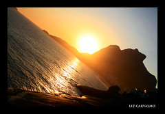 (Liz Carvalho Tumminelli) Tags: ocean sunset sea brazil sun sol brasil riodejaneiro backlight canon contraluz mar rj prdosol oceano soconrado pedradagavea praiadopepino robertotumminelli lizcarvalho paulistascariocas