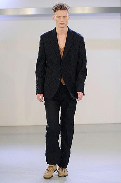 Alexander Johansson3037_FW10_Paris_Issey Miyake(curvaLL@mh)