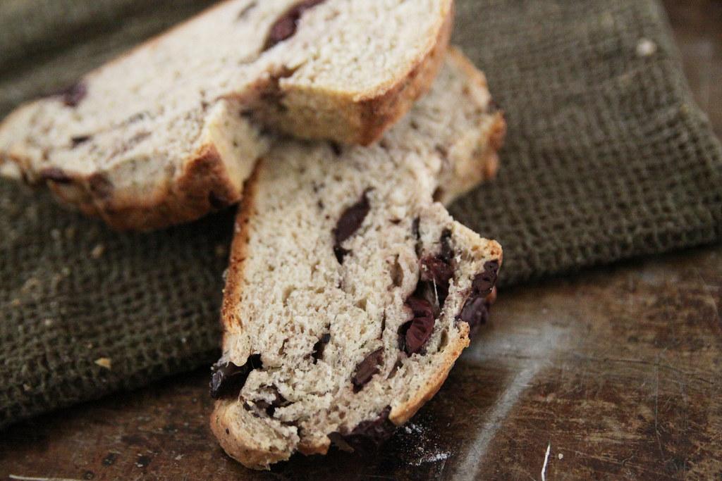 kalmata olive & dill bread slices
