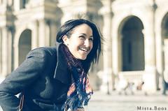 Smilin'.. (Mista.Boos) Tags: woman paris girl smile 50mm louvre femme 50 fille sourire rivoli boos d90 mistaboos