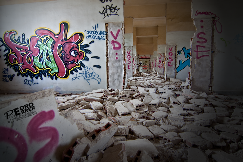 Graffittis en el Seminario - Alfombra de ladrillos