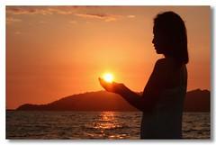 Give me the Power (Dolly MJ) Tags: sunset sky sun color smile pose faces perspective posing portraiture kotakinabalu redsky forced sabah kk beautifulsunset colorfulclouds sumandak bwportraiture landbelowthewind kotakinabalusunset sabahsunset borneosunset portraitlover sumandakofsabah beautifulkk