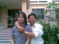 Dr.Tran Manh Tien and Postgraduate.Pham Thi Xuan Chau at Vietnam  National Library,3/2010 by Dr.TranManhTien-HUT