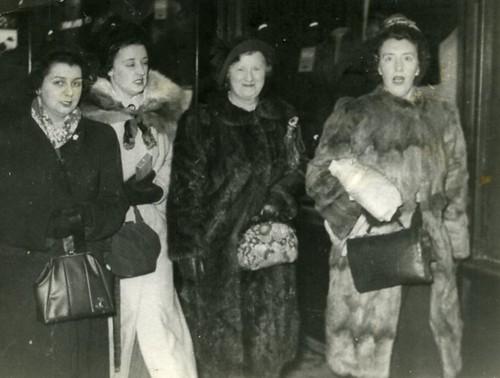Templeton Girls, Sauchiehall Street, 1948.
