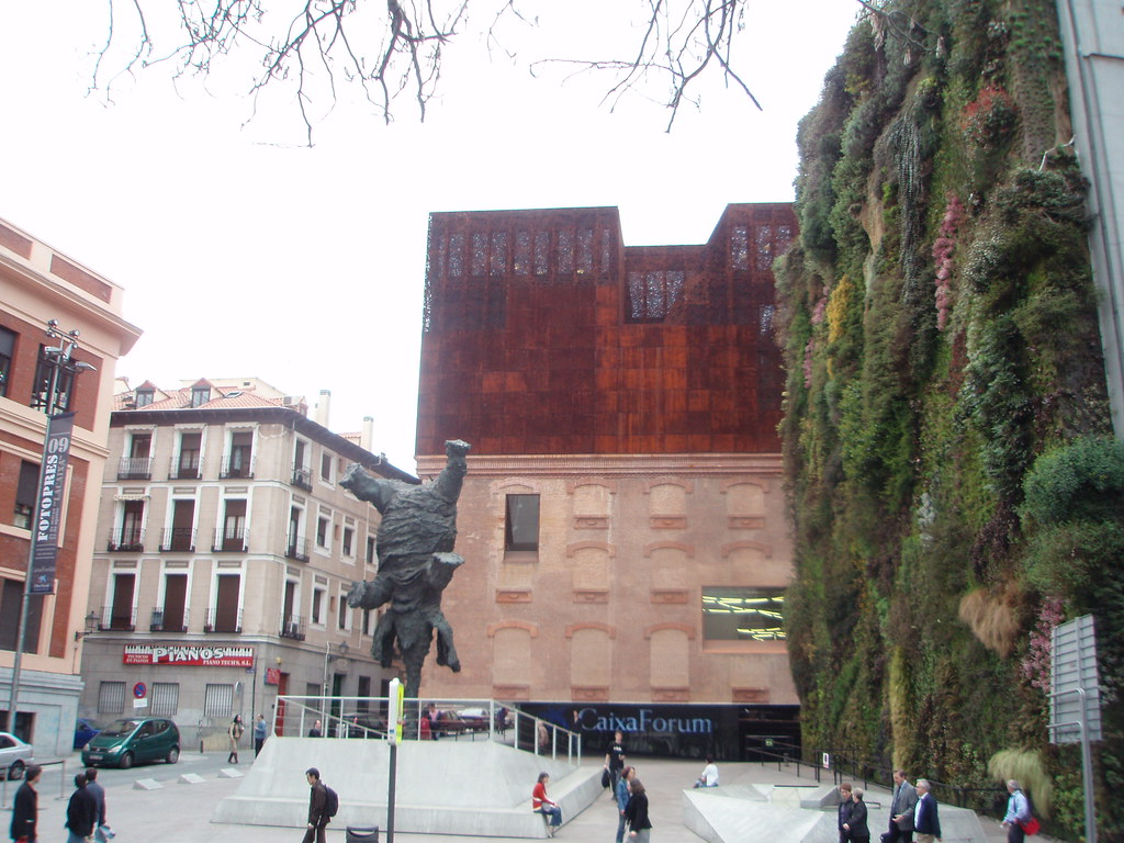 CaixaForum y el Gran elefante erguido de Miquel Barceló