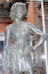 Andrea del Verrocchio, David with Goliath's Head, plaster replica in display case, V&A, front 2 (ketrin1407) Tags: david youth va victoriaandalbertmuseum sword goliath renaissance biblical 15thcentury verrocchio