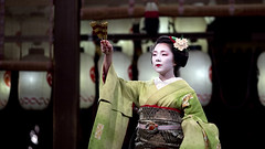 Higashiyama Hanatouro '10 #34 (Onihide) Tags: japan kyoto maiko pontocho yasakashrine miyagawacho kamishichiken gionkobu kagai gionhigashi ichiteru hanabutai higashiyamahanatouro  onihide