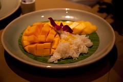 IMG_7754 (Marc Aurel) Tags: food dinner thailand hotel essen rice bangkok hilton reis millenium millennium mango thailandia abendessen milleniumhilton 5dmarkii eos5dmarkii mangoreis stickyricewithripemango kokosreis