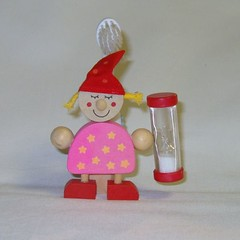 GADG00227-HOUTEN-TANDENBORSTELHOUDER-MEISJE (gigagadgets) Tags: gifts gadget gadgets cadeau geschenken origineel kado gigagadgets