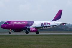 HA-LPZ - 4174 - Wizzair - Airbus A320-232 - Luton - 100404 - Steven Gray - IMG_9459