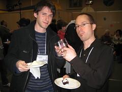 Jonathan Reynolds et moi, avec nos verres vides