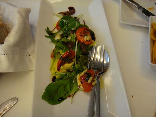 Ensalada de berros, tomates secos y queso del Cebreiro