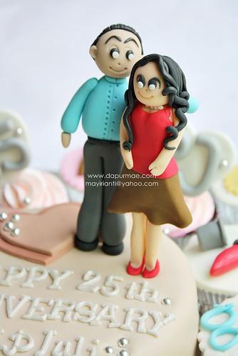 Silver Wedding Cake & Cupcakes
