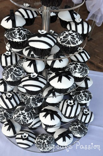 Black and white wedding cupcakes by Cupcake Passion Kate Jewell