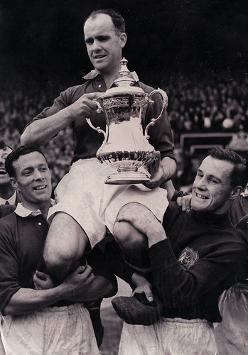 Manchester United:1948 FA Cup Final - Carey lifts the cup