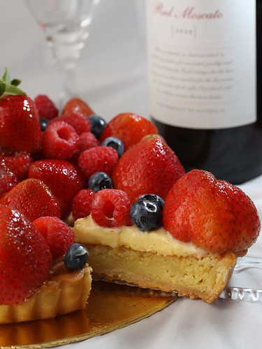 Almond Frangipane Tart with Sesaonal Red Berries‏