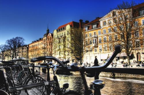 Uppsala. Río y bicicletas