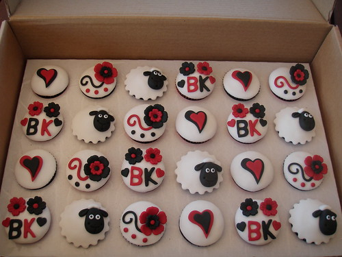 Mossy 39s masterpiece black red white cupcakes Sheep cupcakes