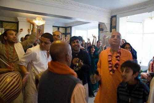 H H Bhakti Caru Swami 2010 - 0024 por ISKCON desire tree.