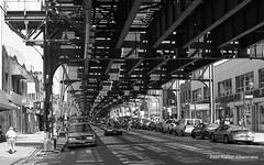 Roosevelt Ave, Queens (Rafakoy) Tags: street city shadow people blackandwhite bw white ny newyork black building cars film car 35mm buildings subway photography 50mm photo store shadows queens epson v600 avenue canonae1program perfection sores develop ae1program epsonv600 epsonperfectionv600 kodakprofessionalplusx125 newcanonfd50mmf14 aldorafaelaltamirano rafaelaltamirano aldoraltamirano