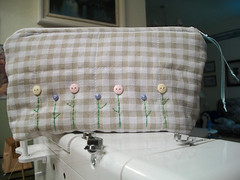Necessaire pra Mamãe (CANELA COOL by CAROL) Tags: flor artesanato craft fabric mão tecido feito handemade botões necessaire custura
