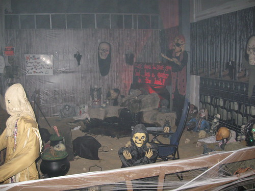Ft Myers Kiwanis Haunted House Helps Charities