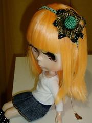 Diadema lazo verde y negro con flor oro viejo y bola crochet