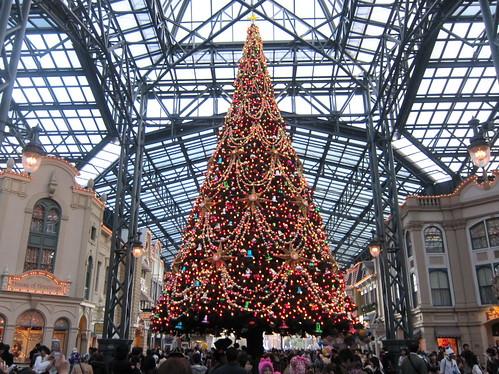ワールドバザールの大クリスマスツリー