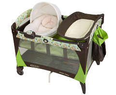 Graco Pack N Play with Newborn Napper in Nobel