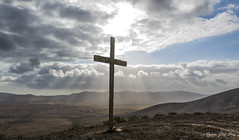 Que baje Dios y lo vea (Nelson Gonzalez Diez) Tags: laampuyenta puertodelrosario cruz rayosdesol