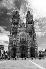 Cathédrale de Tours (Bruno. Thomé) Tags: pentaxk1 irix15mmf24 cathédrale tours architecture noir blanc france indreetloire