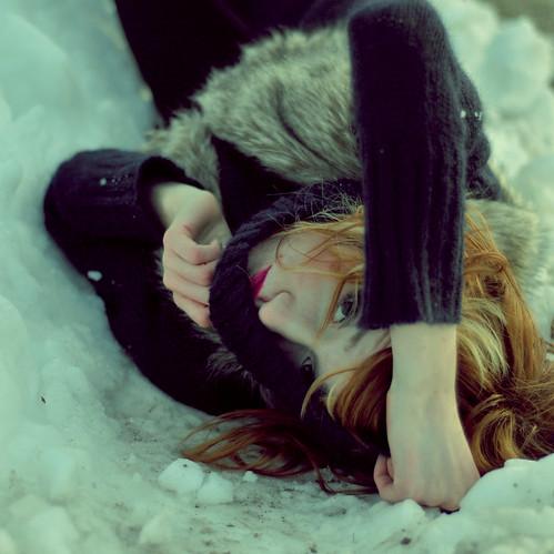 фото рыжих девушек со спины зимой