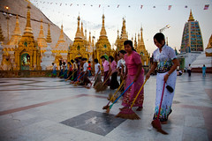 0112 The sweepers at Shwedagon--Yangon , Myanmar (ngchongkin) Tags: shwedagon yangon harmony myanmar atwork sweep giveme5 musictomyeyes friendsforever thegalaxy flickrspecial diamondheart vivalavida flickrhearts flickraward flickrbronzeaward heartawards eperke earthasia flickrestrellas gununeniyisi crownphotography thebestshots visionaryartsgallery bestpeopleschoice wonderfulasia buildyourrainbow flickrbronzetrophy framebangladesh rememberthatmoment niceasitgets clickapic thelooklevel1red thelooklevel2yellow thelooklevel3orange thelooklevel4purple thelooklevel5green infinitexposure tgiaward