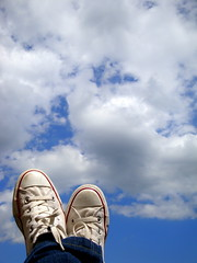 (Giulia van Pelt) Tags: blue sky cloud white shoes nuvole blu footwear cielo converse azzurro bianco allstar scarpe