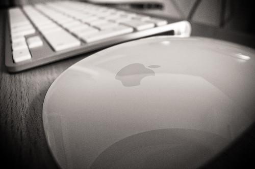Wireless keyboard + Magic Mouse
