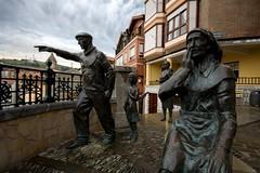 Badatoz! (Igorza76) Tags: sculpture monumento sigma escultura 1020 bizkaia euskalherria euskadi bermeo aldezaharra zaharra mammatus eskultura alde bermio monumentua badatoz torrontero