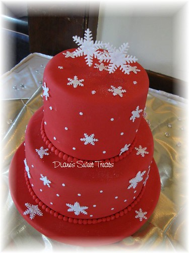 wedding cake red with snowflakes