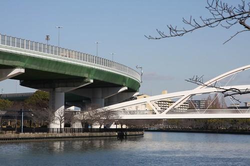 飛翔橋と高速道路