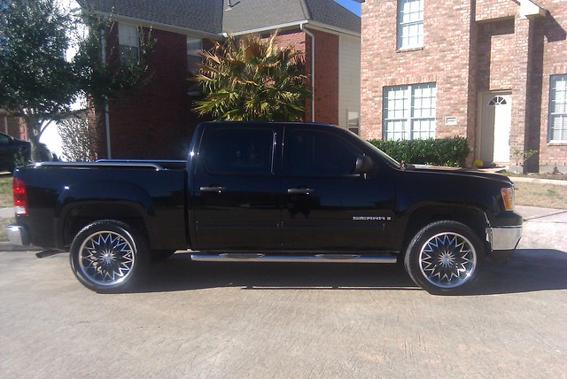 "My 2008 GMC Sierra 1500 with Rough Country Leveling Kit sitting on 22"" V835"