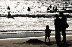Shonan_03 (ajari) Tags: winter sea silhouette japan kids nikon child action snap human  sanpo kanagawa     shonan   d300    afsvrzoomnikkored70300mmf4556gif